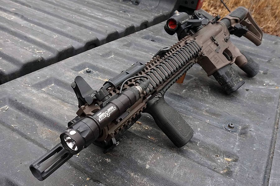 A decked out Daniel Defense M4A1 with short magazine